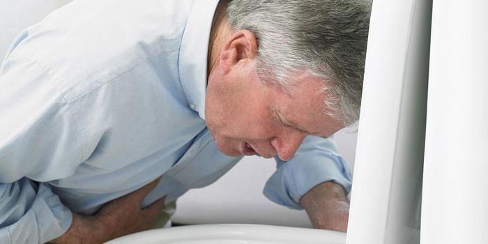 Желудочно-кишечное кровотечение: причины, симптомы и неотложная помощь